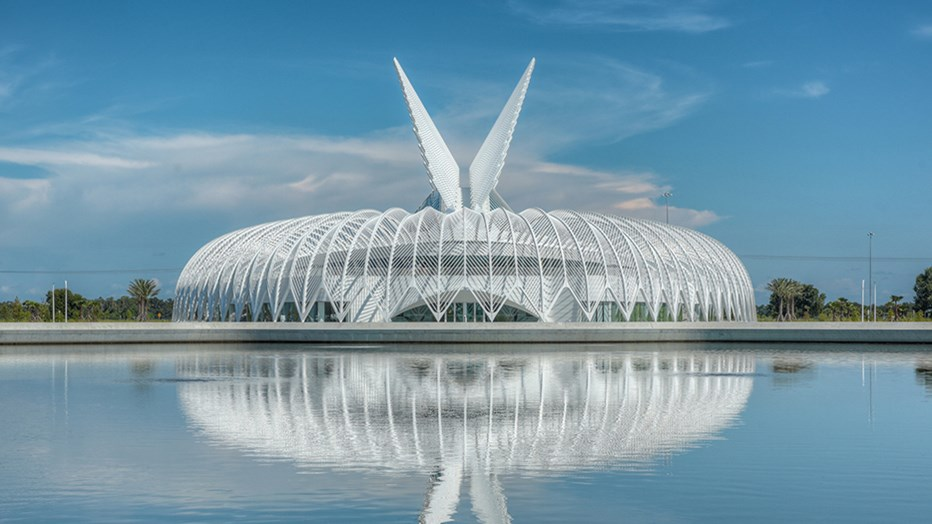 Florida Polytechnic University wanted to enhance their brand recognition as a state-of-the-art educator. Skanska partnered with signature architect Santiago Calatrava to realize this modern masterpiece, which embodies forward thought.