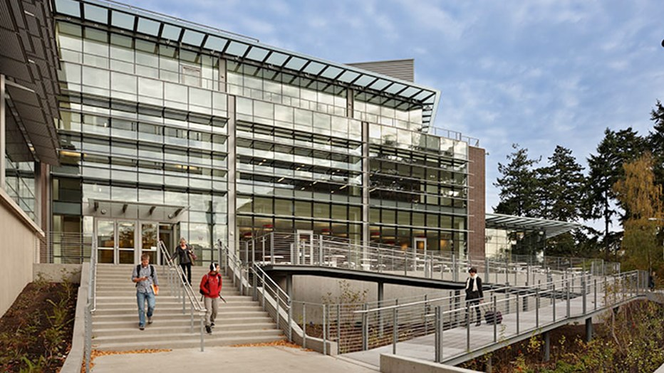 The University of Washington wanted a student union that encouraged campus community while celebrating environmental values. Skanska expanded the existing facade into an open, sustainable structure that integrated inside/outside areas and provided a flexible, welcoming space for students.